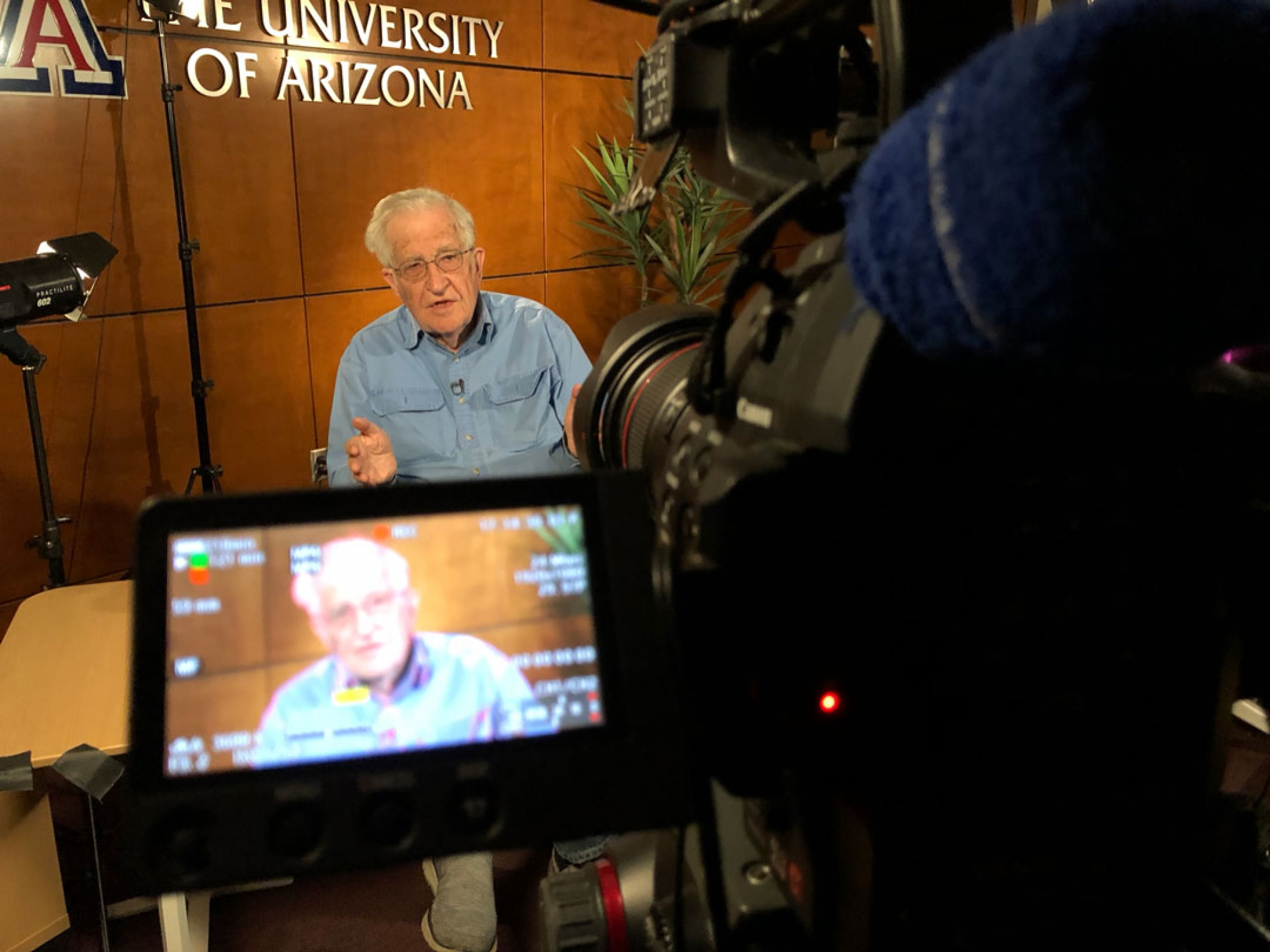 Noam Chomsky recording a lecture